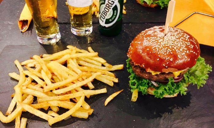 Tia Burger