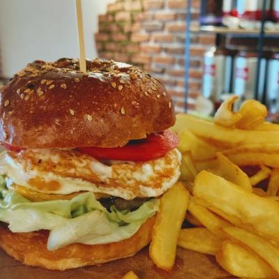 Coffe Shop & Burger1