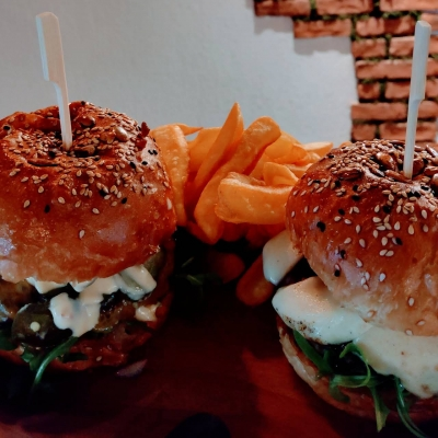 Coffe Shop & Burger3